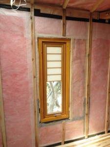 窓を移動し調湿気密シートタイベックザバーンを張る