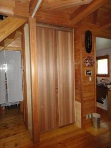 ウエスタン・レッド・シダーの扉
