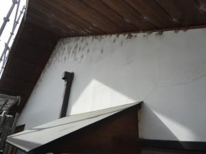 ヒビや汚れた漆喰壁