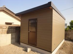 外壁はサイディングに屋根は折板で作る