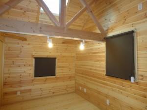 寝室の遮光ロールスクリーン