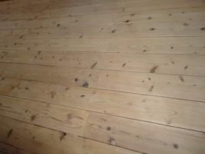サンダー掛けをした杉材フローリングの床2