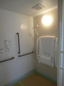 座シャワーの浴室