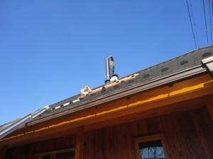 煙突トップ部分をはずしブラシで掃除