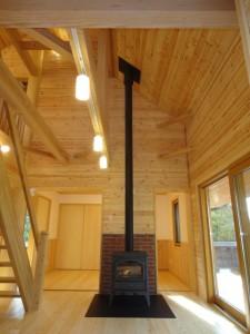 薪ストーブがある広い空間