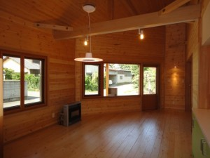 トリプルガラスの木製サッシの家