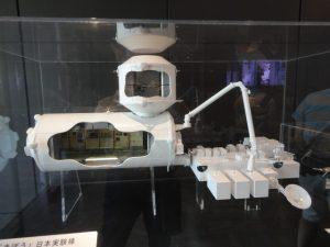 宇宙ステーションきぼうと船外アームの模型