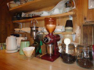ずらりと並んだコーヒー器具セット
