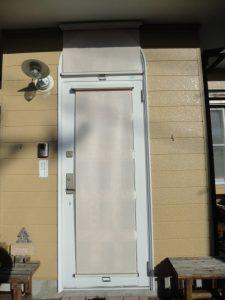 飾り窓とドアに別々に付ける