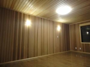 寝室 ②壁をウエスタン・レッド・シダー張り
