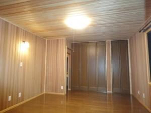 寝室 ①壁、クローゼットにウエスタン・レッド・シダー張り