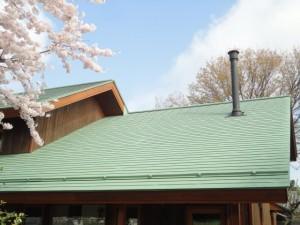屋根は遮熱塗装、破風板も綺麗に