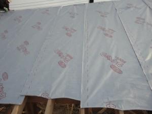 屋根に遮熱シート(タイベックシルバー)