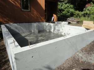 15cmの基礎幅に土間は鉄筋を入れ10cm厚に
