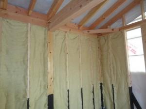 羊毛100%の断熱材を壁に重点しています