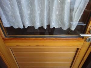 塗装し直したドアの押し縁