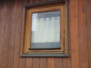 木製サッシの塗装も劣化が始まっています