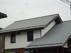 塗装前のガルバリュウムの屋根です