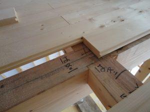 厚さ35ミリのパインの床材です