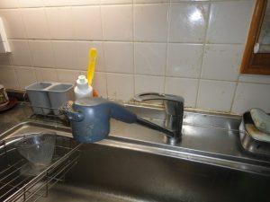 水漏れのする水栓