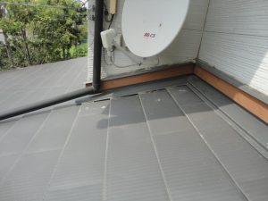 屋根の板金の繋ぎ目や二階との水切り