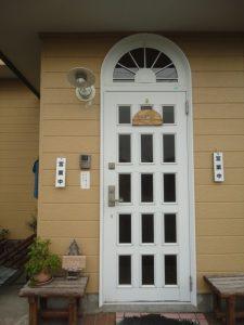 営業中の札が有る玄関
