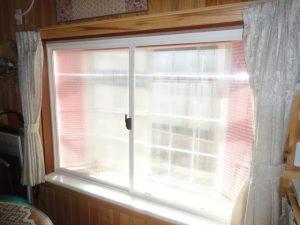 外付けの出窓に付けました