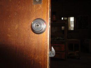 作業所引き戸の鍵