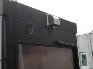 喫煙所の換気扇の排気口