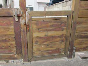 枠などが下がってきた門扉