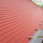 屋根のさび止め塗装中