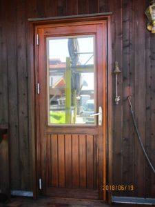 木製サッシはシッケンズセトールHLSeを一回、セトールデッキを二回塗装